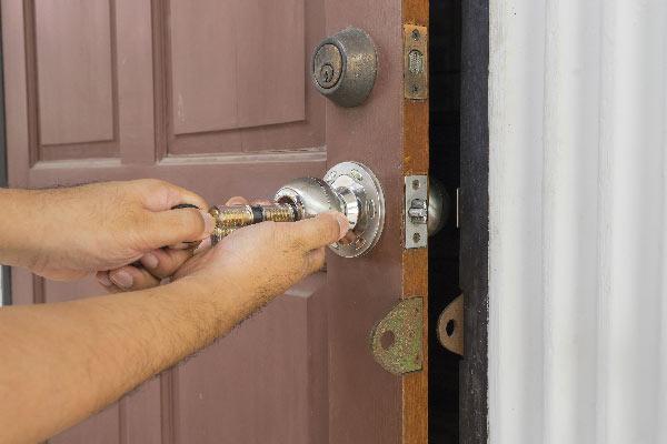 Ouverture de porte par un serrurier le dimanche à Grenoble